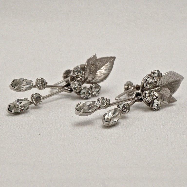 Krementz 14K White Gold Overlay Leaf Design Rhinestone Necklace and Earring Set For Sale 15