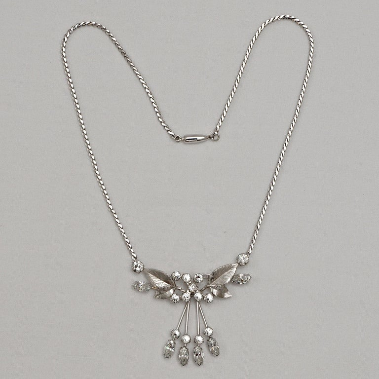 Fabulous Krementz 14K white gold overlay necklace and earrings set. The set features clear rhinestones and textured leaves, it is in very good condition.  The serpentine necklace measures length 39.5cm / 15.5 inches, and has a barrel clasp. There is
