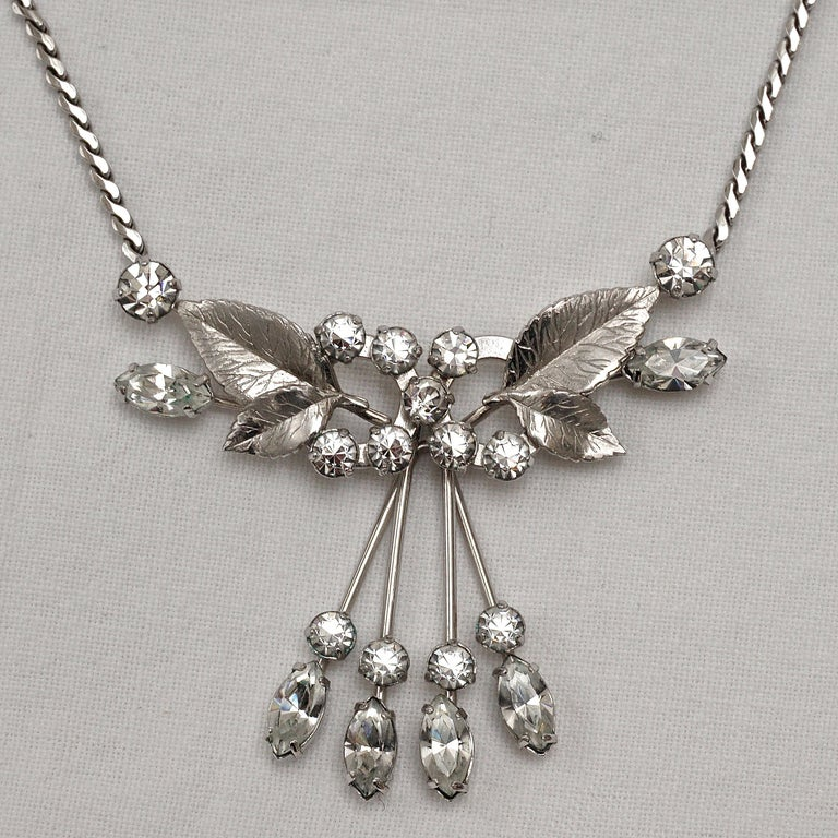 Krementz 14K White Gold Overlay Leaf Design Rhinestone Necklace and Earring Set In Good Condition For Sale In London, GB