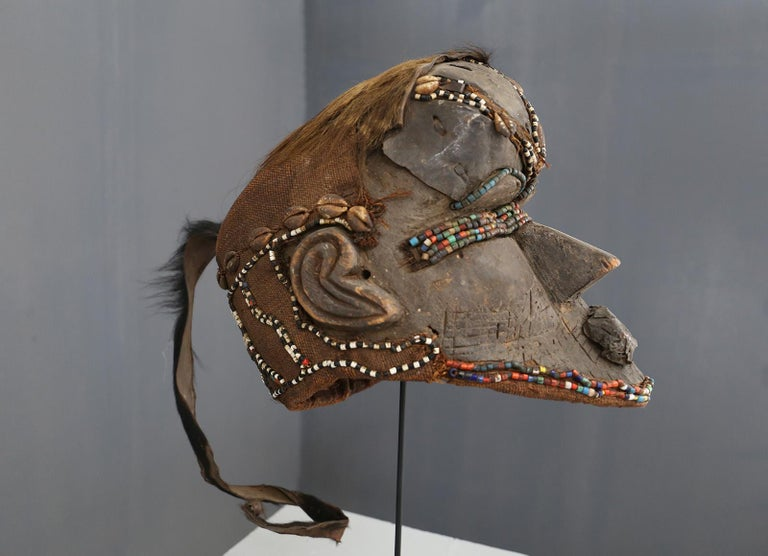 Kuba Mask African Bwoom Tribal Congo in Wood, Vibrates Vegetables, Animal Hair In Good Condition For Sale In Milano, IT
