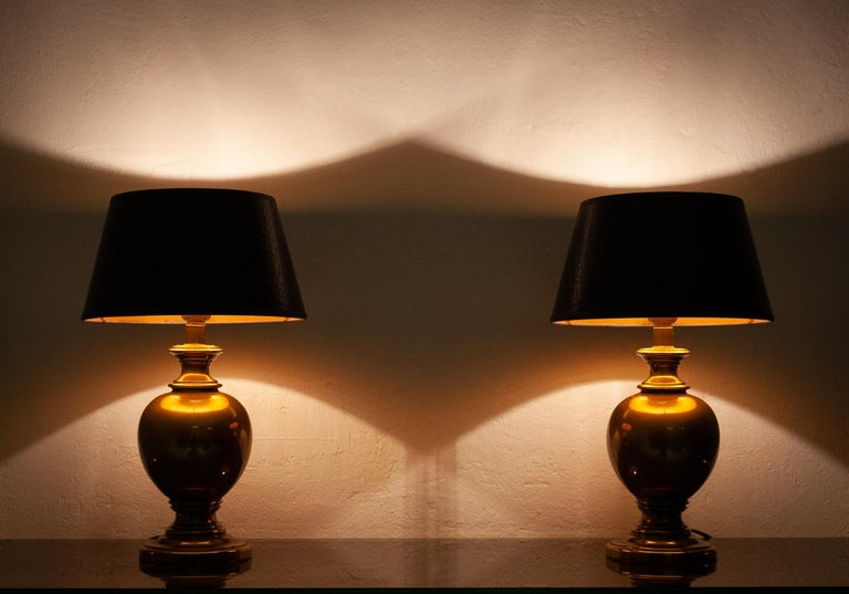 Two kuhlmann table lights. Very nice color. Antique brass. Germany 1970s. Good quality. Incl shades. Signed.
