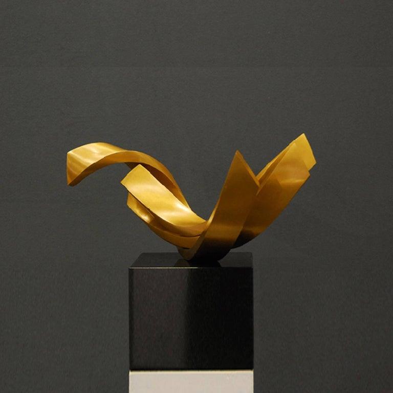 Balance by Kuno Vollet - Contemporary elegant Golden polished Bronze sculpture For Sale 1