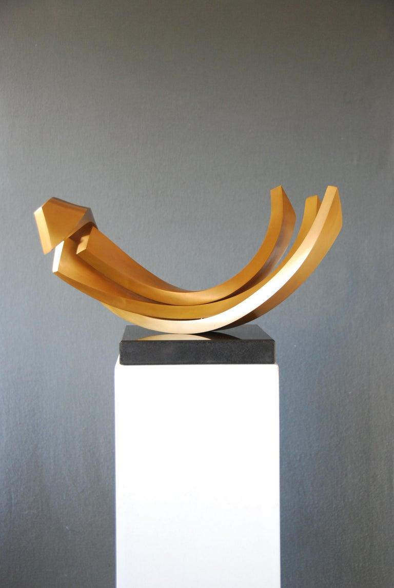 Balance by Kuno Vollet - Contemporary elegant Golden polished Bronze sculpture For Sale 3