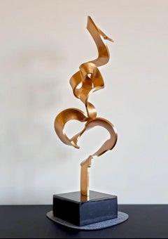 High Schwerelos Gold by Kuno Vollet - Contemporary Golden bronze sculpture