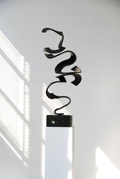 Schwerelos 4 - Black bronze sculpture