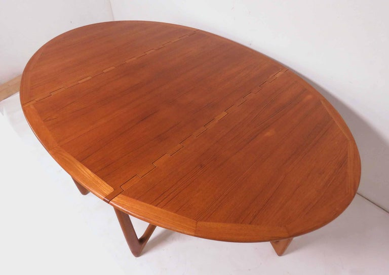 Danish drop-leaf gate leg dining table in teak with sculptural