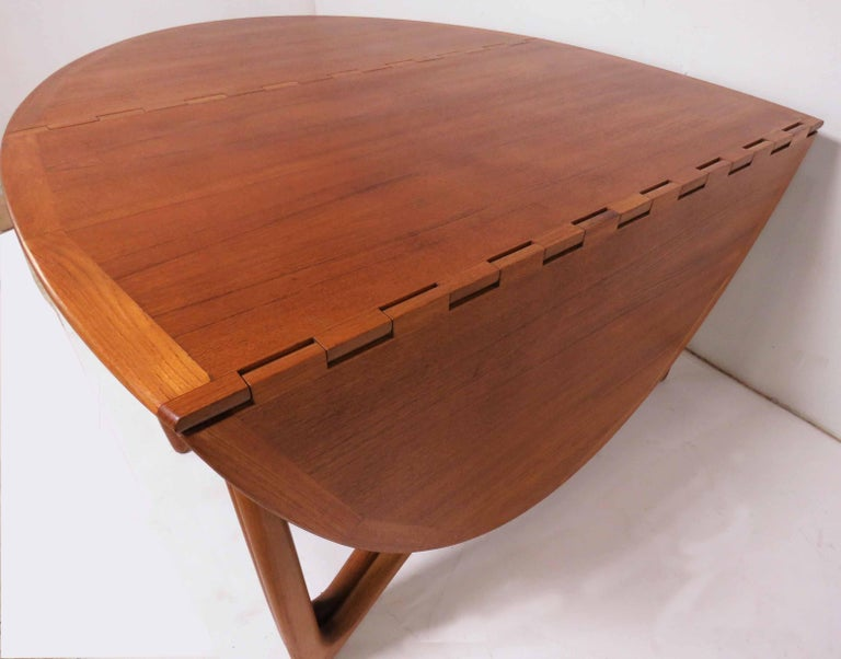 Kurt Ostervig Danish Teak Gate Leg Drop-Leaf Oval Dining Table, circa 1960s In Good Condition For Sale In Peabody, MA
