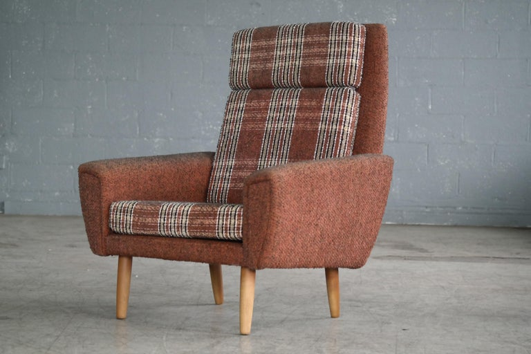 Charming Classic Danish 1960s easy chair possibly designed by Kurt Østervig for Ryesberg Mobler. The chair bears strong resemblance to Ostervig's characteristic design with tear drop front panels continuing to the backside of the chair but we aren't