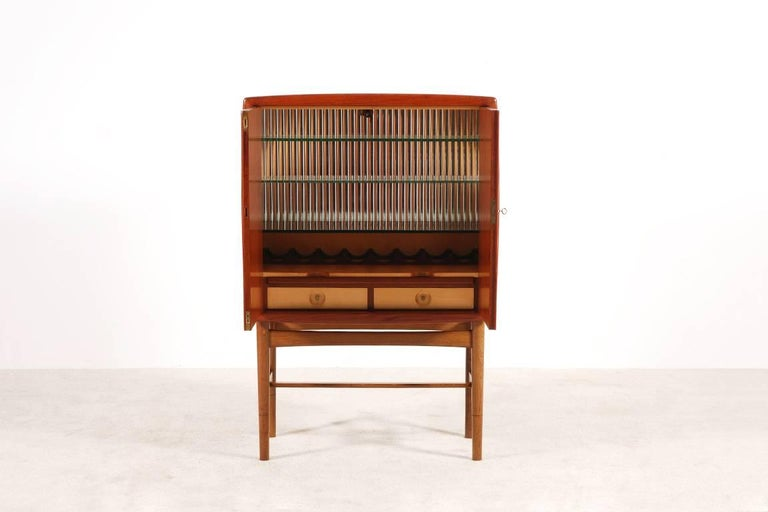 Kurt Østervig Teak and Oak Bar Cabinet, 1940s In Excellent Condition For Sale In Paris, FR