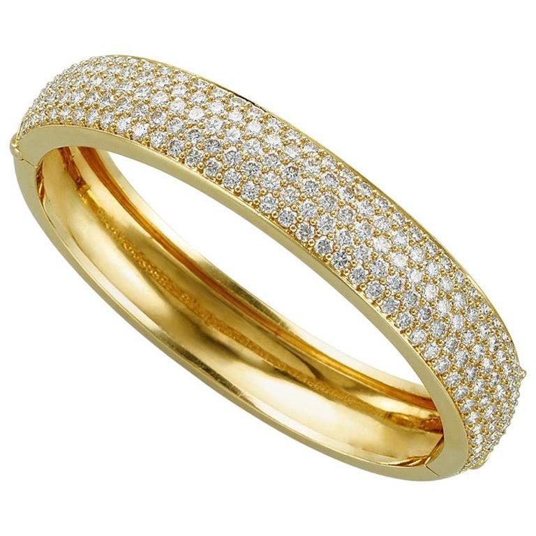Kurt Wayne 18 Karat Yellow Gold and Pave Diamond Bangle For Sale