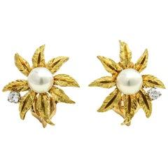 Kurt Wayne 18 Karat Yellow Gold Diamond Pearl Flower Clip-On Stud Earrings