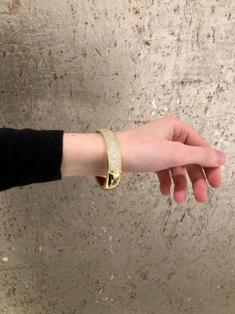 Kurt Wayne 18 Karat Yellow Gold and Pave Diamond Bangle For Sale 5