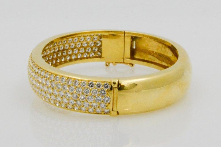 Round Cut Kurt Wayne 18 Karat Yellow Gold and Pave Diamond Bangle For Sale