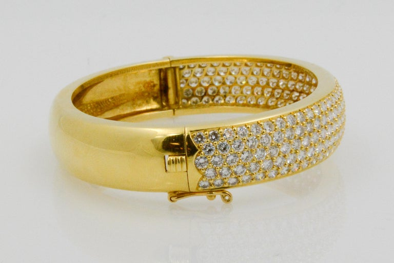 Women's Kurt Wayne 18 Karat Yellow Gold and Pave Diamond Bangle For Sale