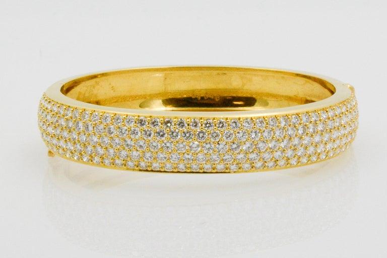 Kurt Wayne 18 Karat Yellow Gold and Pave Diamond Bangle For Sale 1