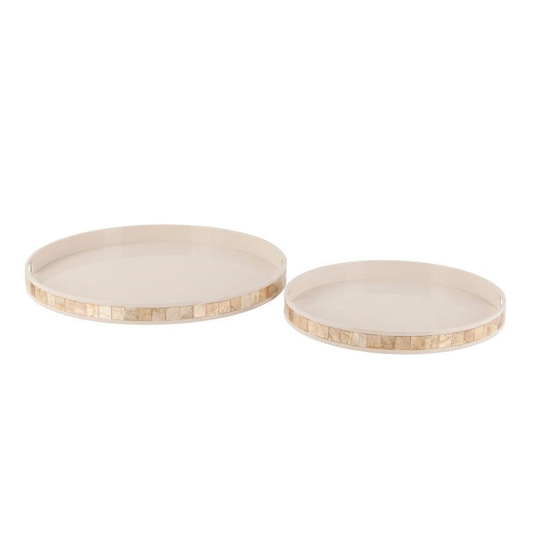 Modern Kushiro L Round Tray Wooden Cream Lacquered Nacre Applied by Hand For Sale