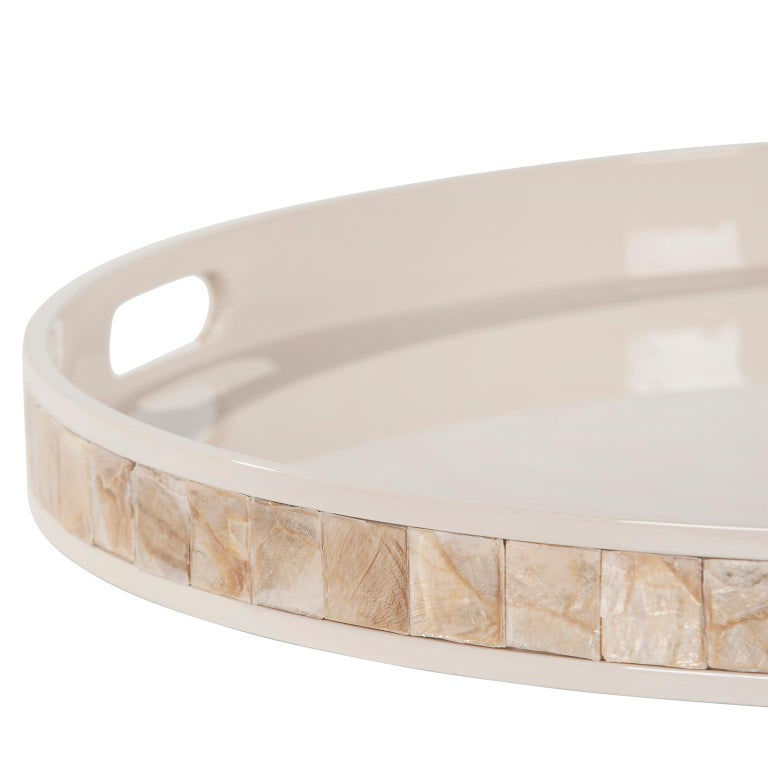 Hand-Crafted Kushiro L Round Tray Wooden Cream Lacquered Nacre Applied by Hand For Sale