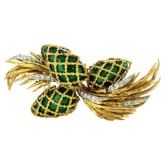 Kutchinsky 18 Karat Yellow Gold Brooch with Enamel and Diamonds, 1970s