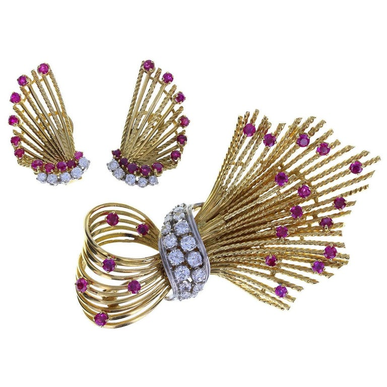 Round Cut Kutchinsky Ruby Diamond Gold Spray Brooch and Earrings For Sale
