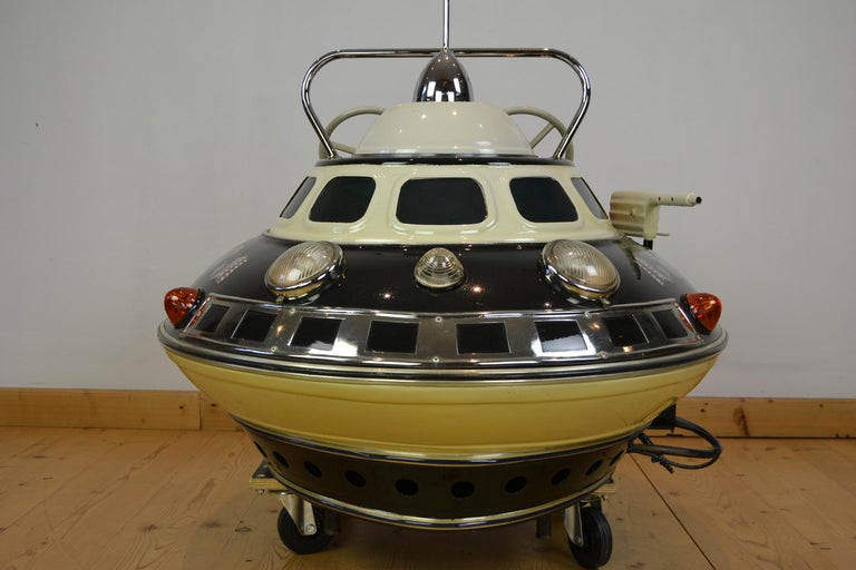 L' Autopède Ufo Carnival Ride Seat, Space Age, Belgium, Late 1950s In Good Condition In Antwerp, BE