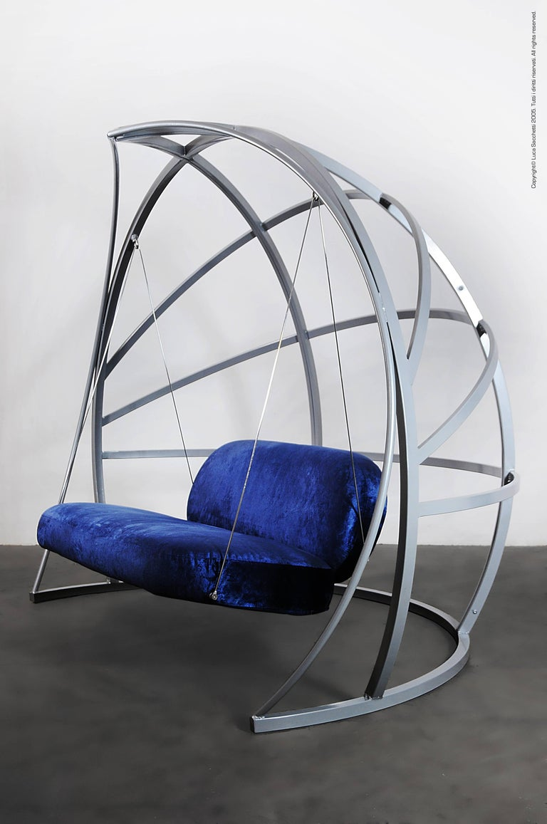 La Culla is a rocking sofa whose structure is made by a welded tubular steel frame. The structure is divided into three parts, joined together by steel bayonets. Elastic belts have been applied to the seat and back, made by bent steel tubing. The