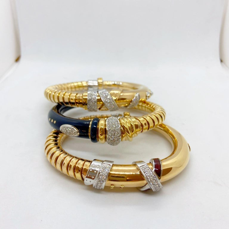 La Nouvelle 18 Karat Gold Bracelet with .59 Carat Diamonds and Burgundy Enamel In New Condition For Sale In New York, NY