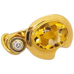 La Nouvelle Bague 18 Karat Gold Ring with Oval Citrine and Diamond Ring