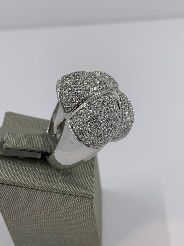 La Nouvelle Bague Ring in 18 Karat White Gold with Diamonds 4.2 Carat In New Condition For Sale In Wilmington, DE