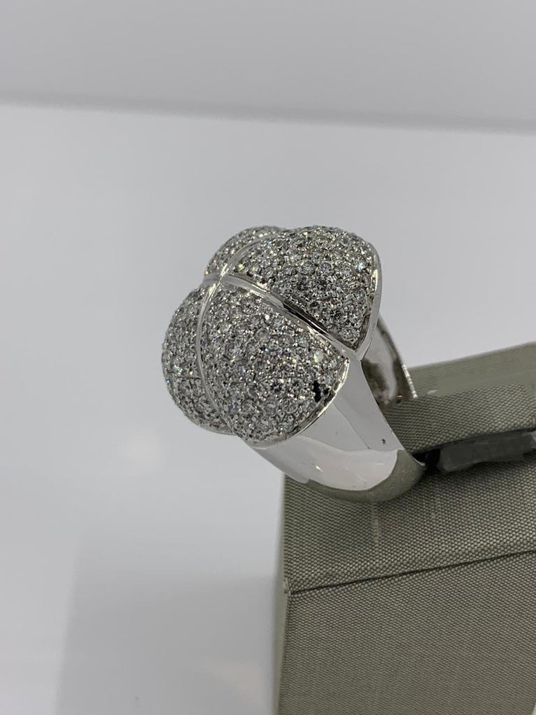 Women's La Nouvelle Bague Ring in 18 Karat White Gold with Diamonds 4.2 Carat For Sale