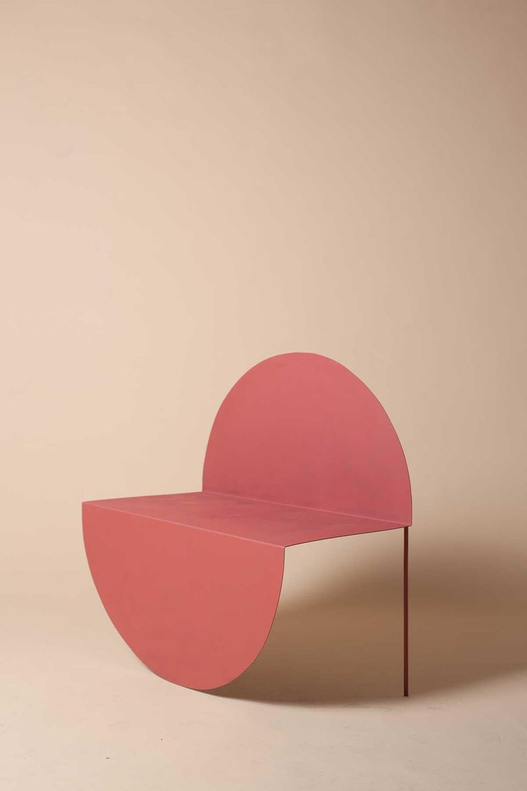La Redonda is a chair that plays with a pure two-dimensional geometrical figure, the circle. This perfect shape is molded after being cut out of a steel plate, in order to maintain its purity in its path towards three dimensions. It is precisely