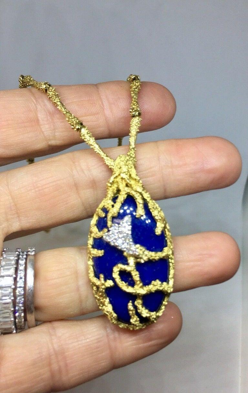 La Triomphe 1960s 18 Karat Gold VS Diamond Lapis Lazuli Pendant Necklace For Sale 6