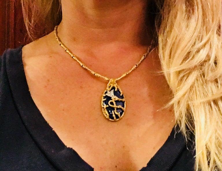 La Triomphe 1960s 18 Karat Gold VS Diamond Lapis Lazuli Pendant Necklace For Sale 7