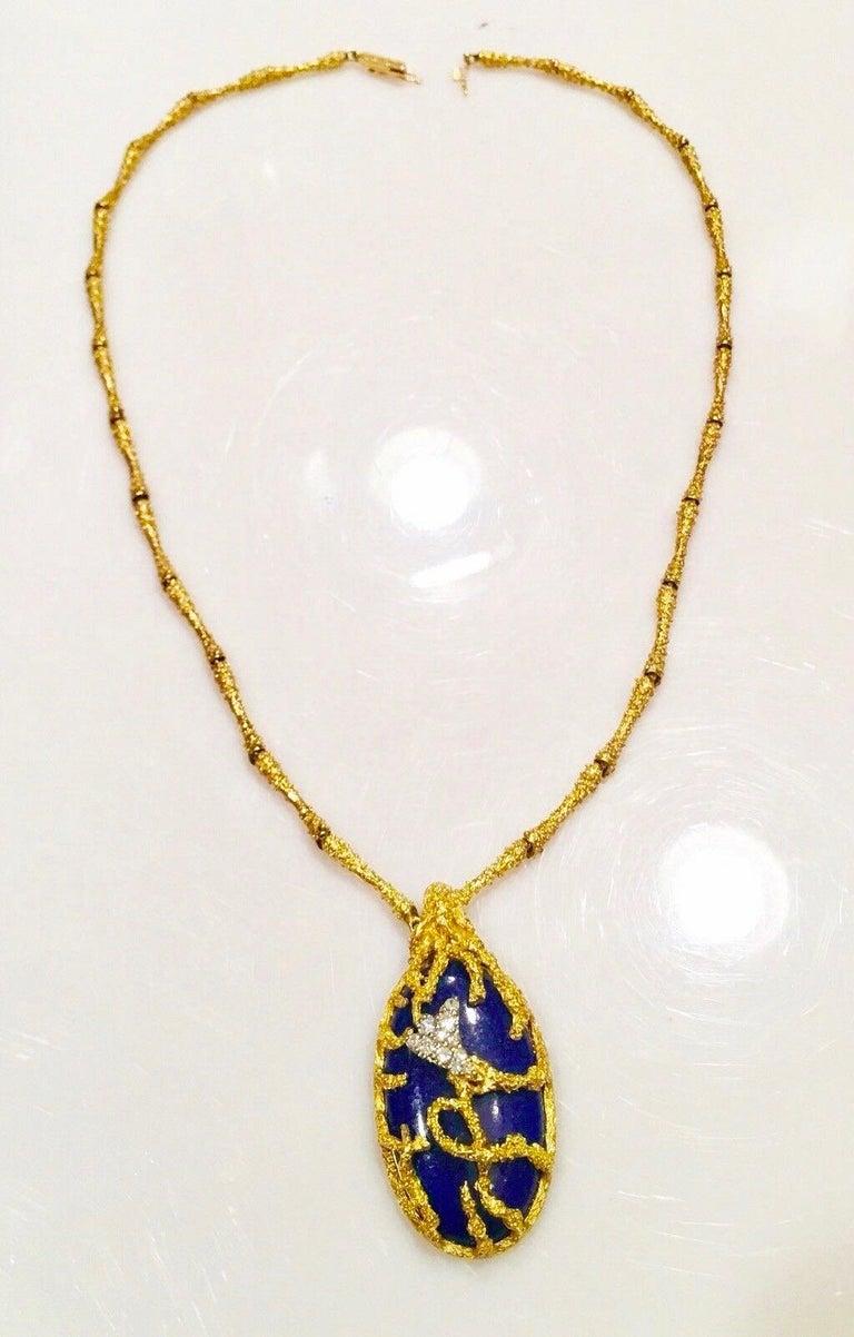 La Triomphe 1960s 18 Karat Gold VS Diamond Lapis Lazuli Pendant Necklace For Sale 1