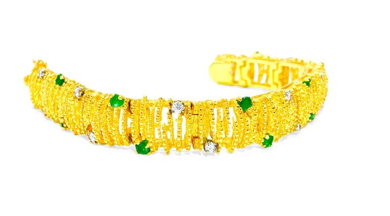 Art Deco La Triomphe 2.00 Carat Emerald Diamond Yellow Gold Bracelet For Sale