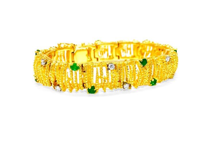 Round Cut La Triomphe 2.00 Carat Emerald Diamond Yellow Gold Bracelet For Sale