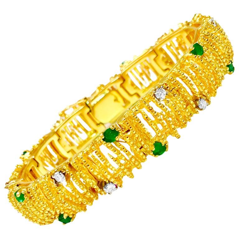 La Triomphe 2.00 Carat Emerald Diamond Yellow Gold Bracelet For Sale