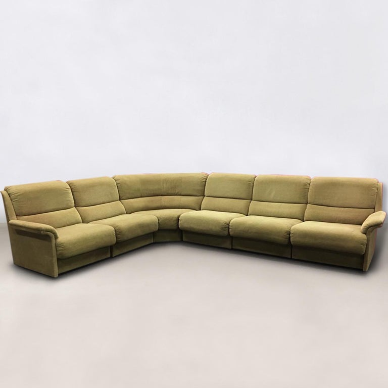 Wonderful soft piece which consists of six parts. The modular sofa remains in very good condition with only minor wear (some parts have slight discoloration), but no tears or heavy stains. Signed! Measure: 325/250 x D 95 x H 80 cm.