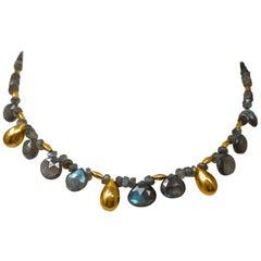 Goldene Tropfen Halskette mit Labradorit und Perlen