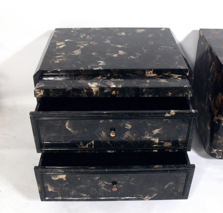 Mid-Century Modern Lacquered Horn Nightstand or End Table For Sale