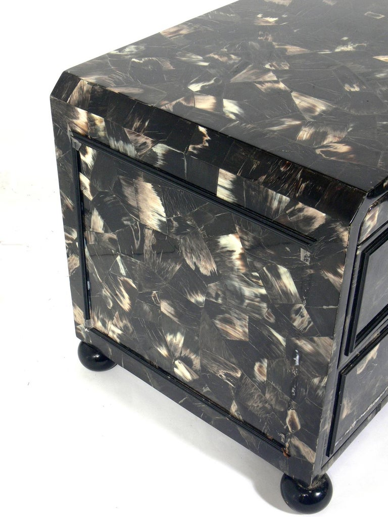 Lacquered Horn Nightstand or End Table In Good Condition For Sale In Atlanta, GA