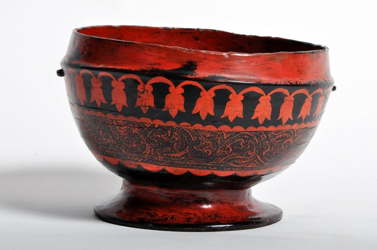 Lacquerware Bowl In Good Condition For Sale In Chicago, IL
