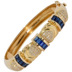 Ladies Bangle, Bracelet, 18 Karat Gold with Blue Sapphires and White Diamonds