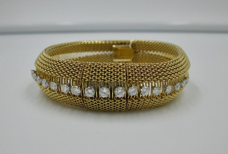 Ladies Diamond Yellow Gold Wristwatch Bracelet Mid-Century Modern Madmen, 1960s In Good Condition For Sale In New York, NY