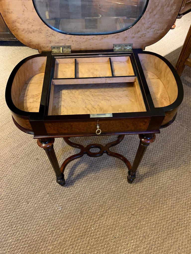 Ladies Dressing Table In Good Condition For Sale In Honiton, Devon