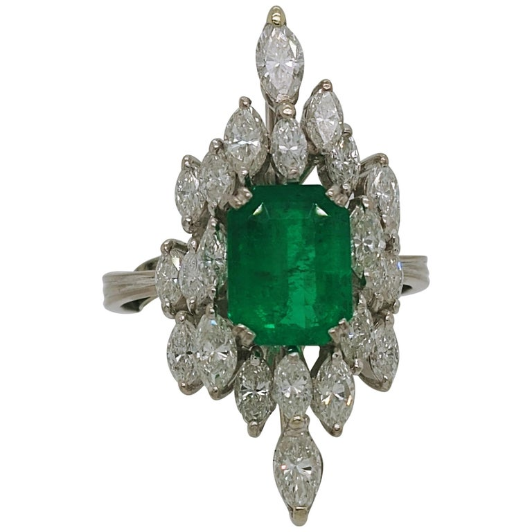 Ladies Emerald and Diamond Cocktail Fashion Statement Ring 18 Karat White Gold For Sale