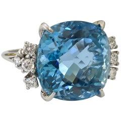 Ladies Estate Fine Cushion Aquamarine and Diamond Ring 18 Karat Gold 18.62 Carat