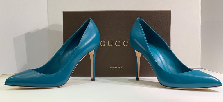 Classic GUCCI closed toe, spiked high heeled pumps in Malaga kid leather,