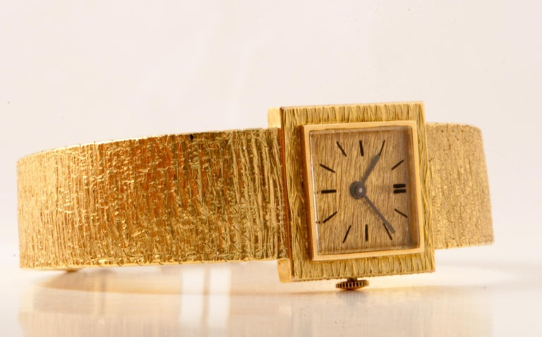 Lady's Gold Wristwatch square shape.  Mechanical Movement ETA 2512 Yellow Gold 18 ct for 52.37 grams