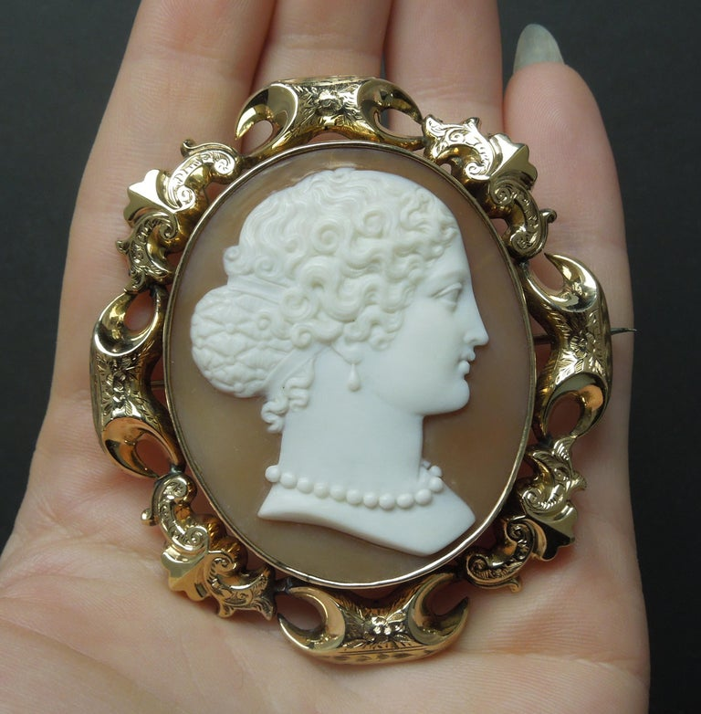 Lady Profile Massive Cameo Brooch In Good Condition For Sale In METAIRIE, LA