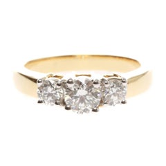 Lady's 18ct yellow gold diamond ring